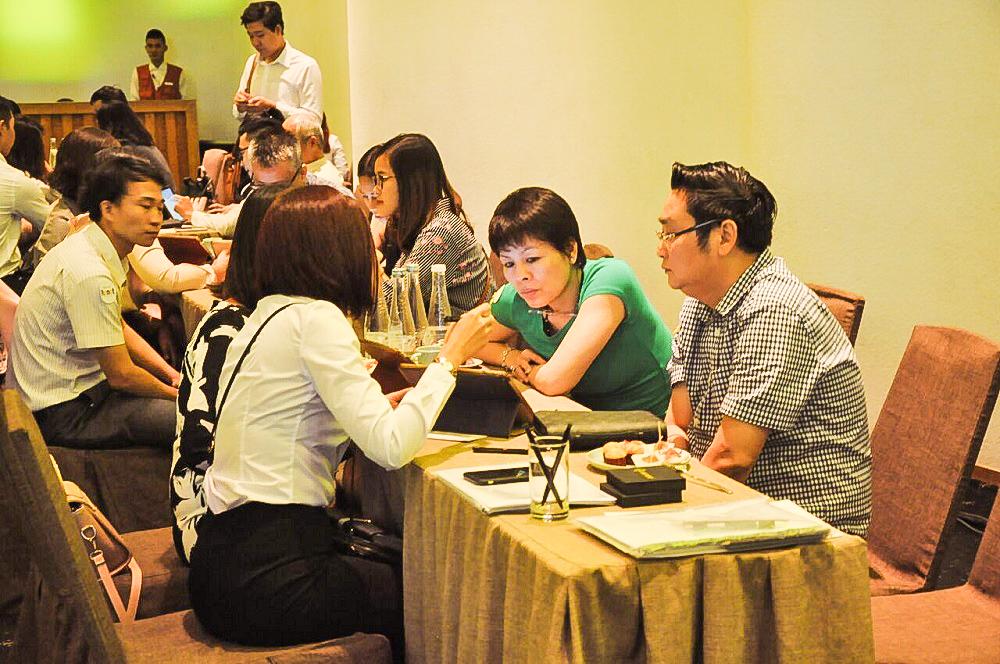 Các chuyên viên của Nhà Đại Phát đã hỗ trợ tư vấn nhiệt tình cho quý khách hàng