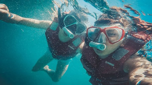 Hòn Gầm Ghì là nơi thú vị để lặn ngắm san hô dưới đáy đại dương