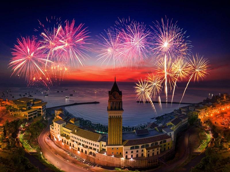 Ngắm trọn đêm pháo hoa Địa
